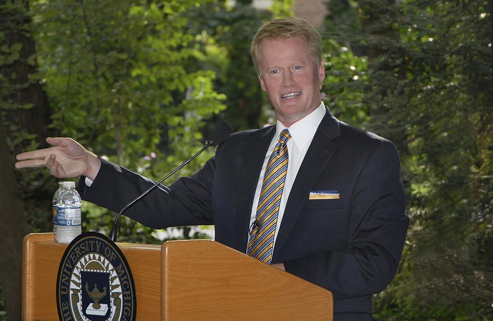 Sportswriter John U. Bacon at podium